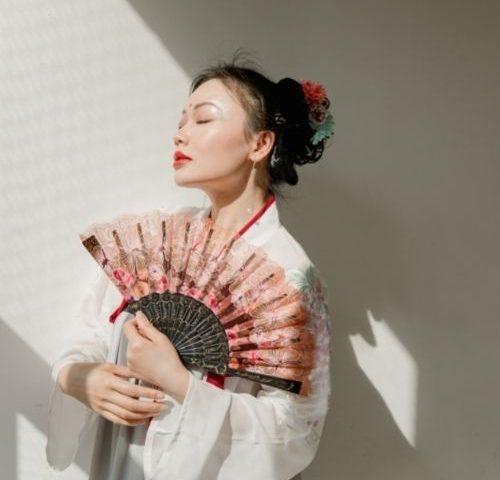 beautiful woman clever tricks happy love geisha group live
