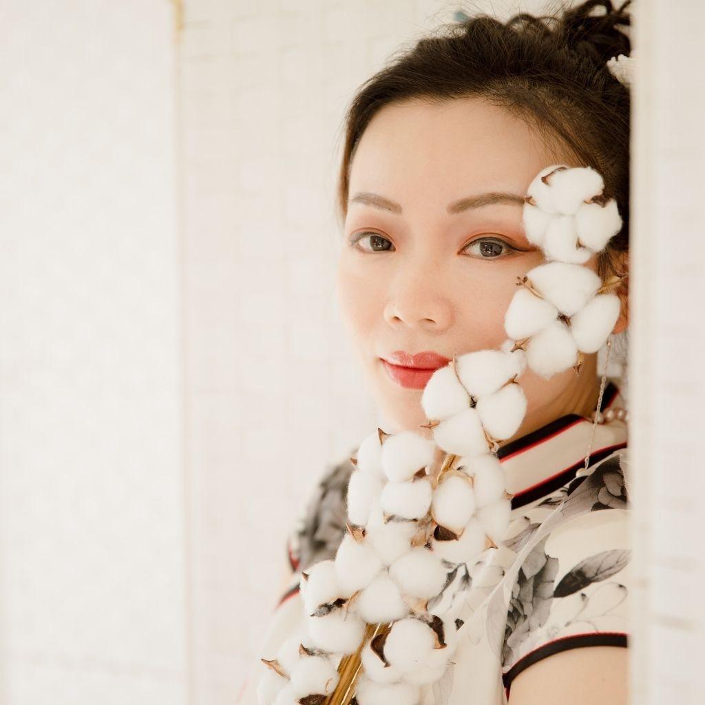 beautiful woman clever tricks happy love geisha group live london