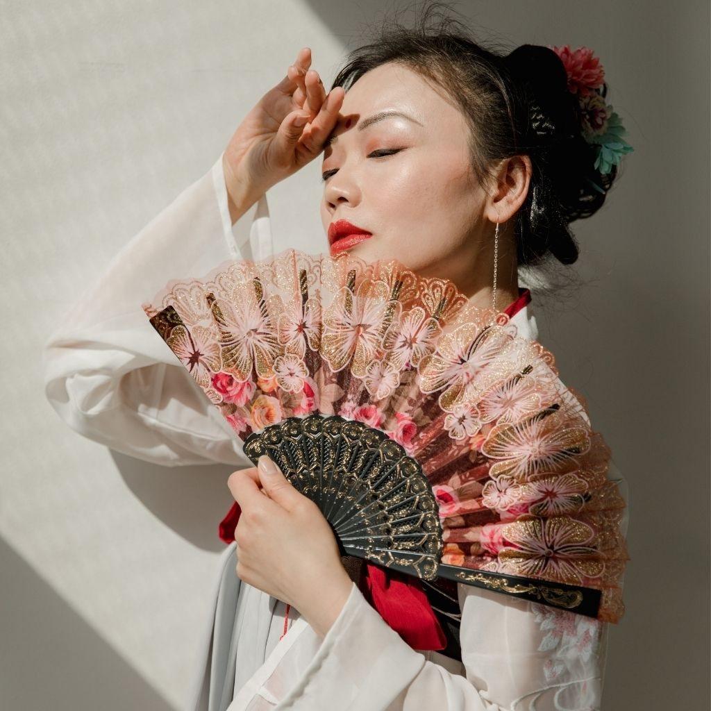 beautiful woman happy love geisha group live Natalia Kobylkina